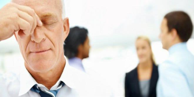هل يؤثر العمر في تقييم السيرة الذاتية